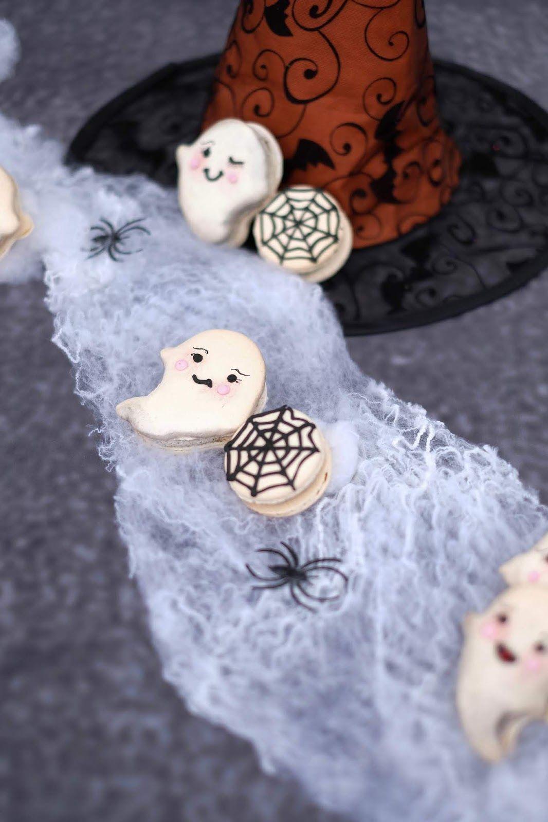 Halloween Macarons mit Oreo Buttercreme und schwarzer Johannisbeere #halloweenmacarons