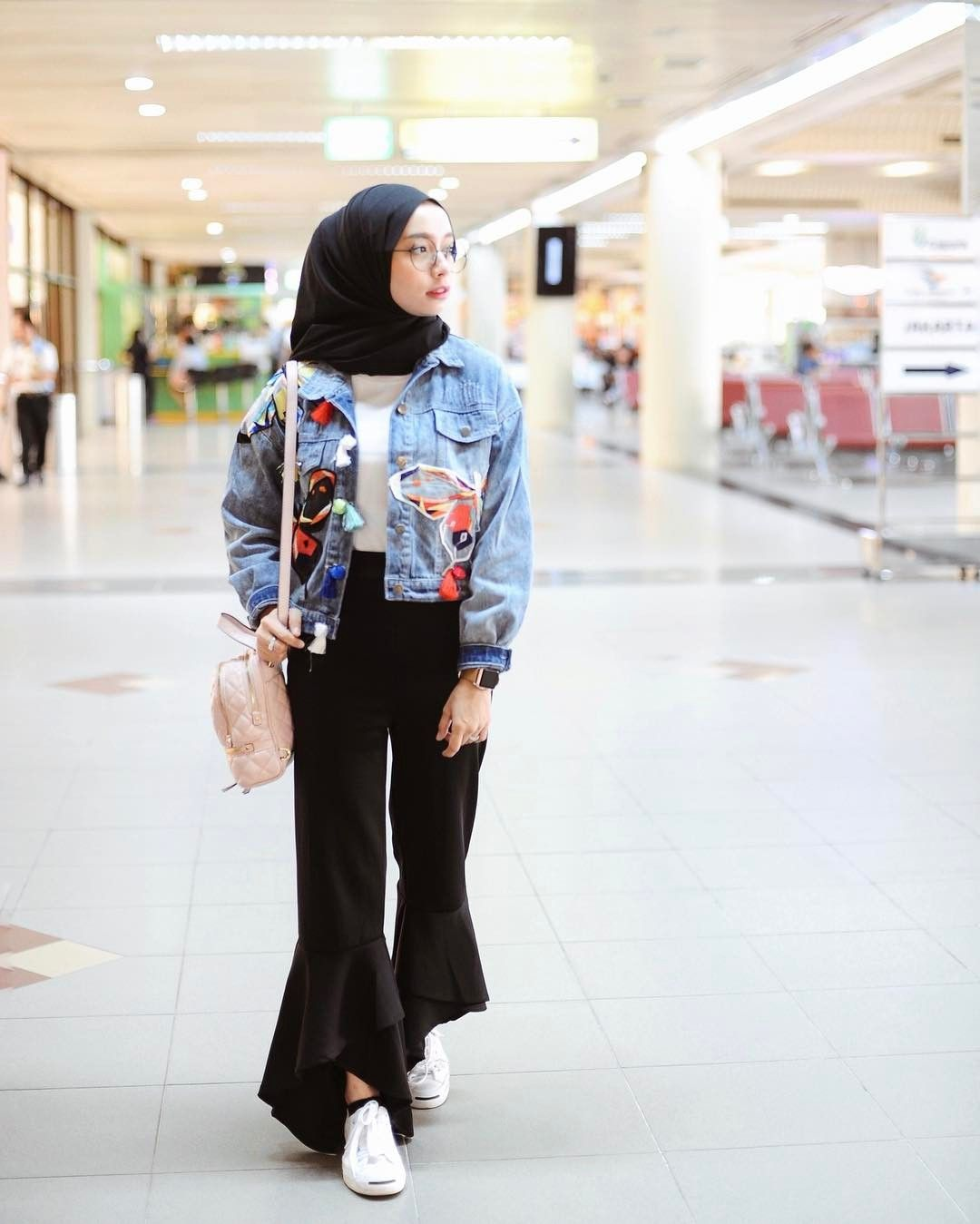 Pin by Shay Zee on Classy + Vogue Muslimah | Street hijab ...