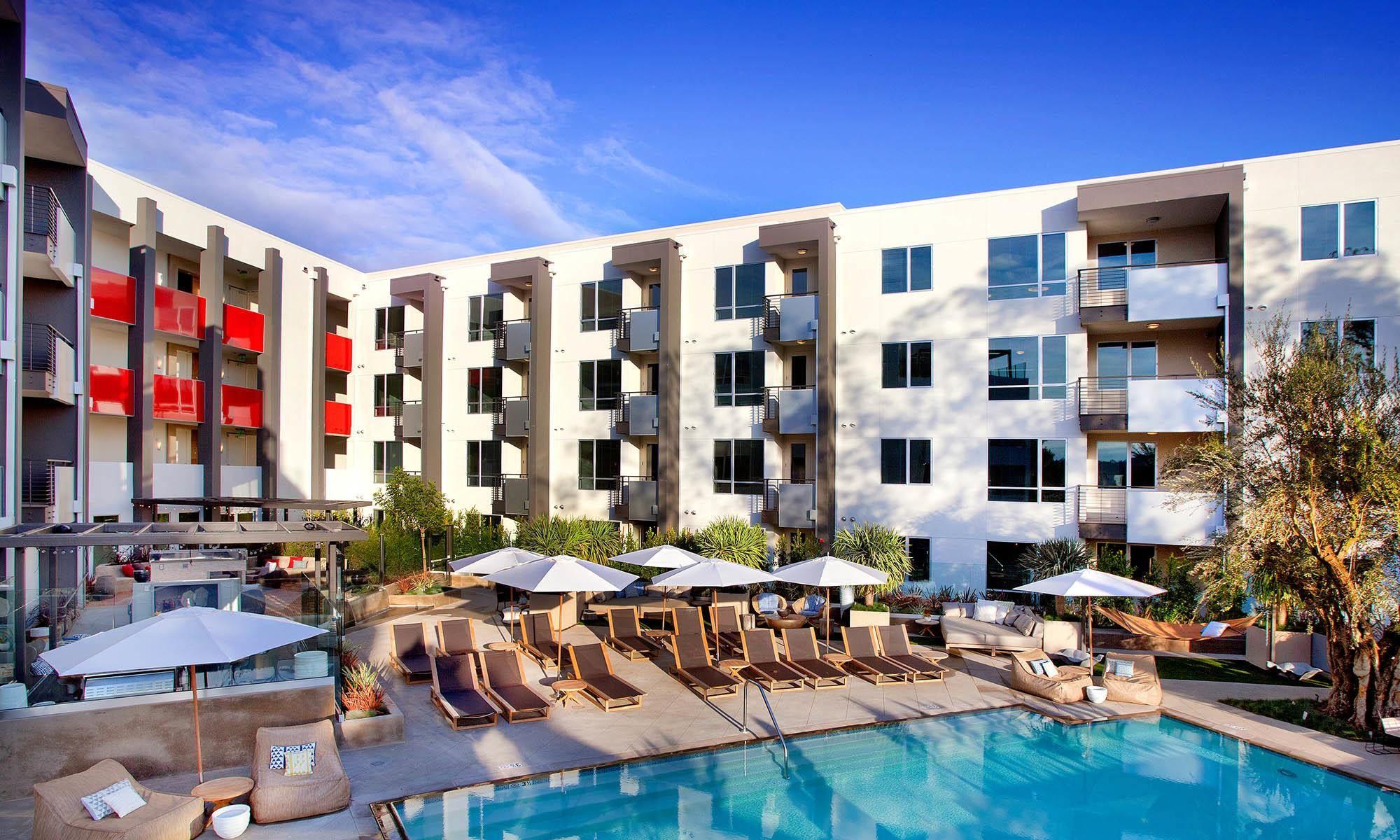 Apartments In Glendale Ca Apartments Exterior Apartment Pool California Apartment