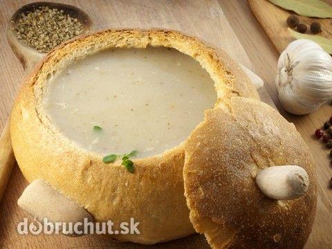 Hubová polievka v chlebe