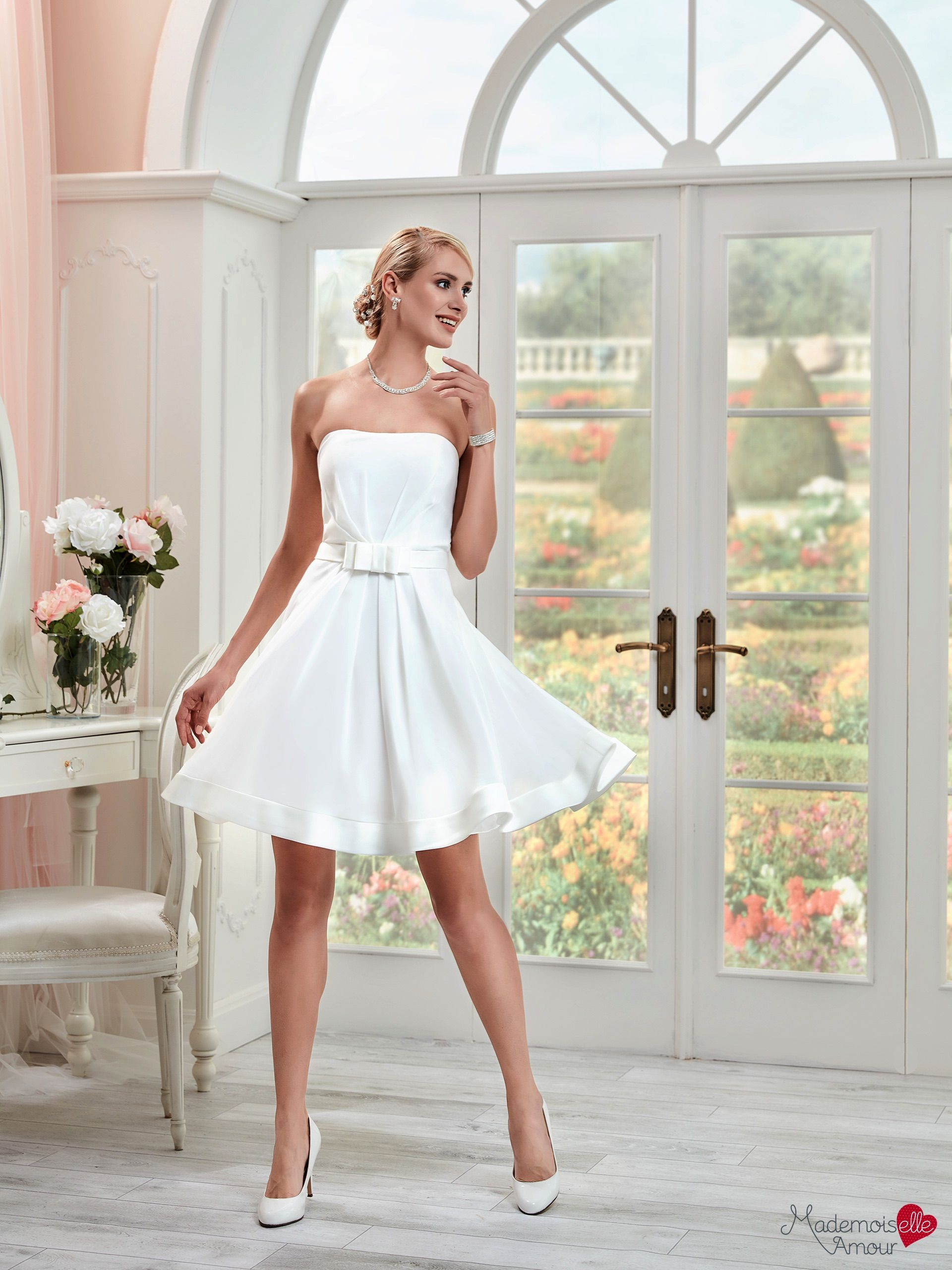robe de mari e courte robe de mariage volume l ger robe de mari e mlle maui collection. Black Bedroom Furniture Sets. Home Design Ideas