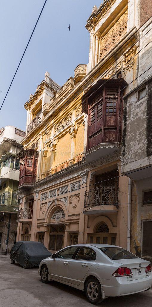 Old anarkali bazaar pre partition building lahore for Bano bazar anarkali lahore