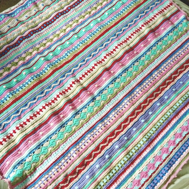 manta de crochê com mescla de cores e pontos <3