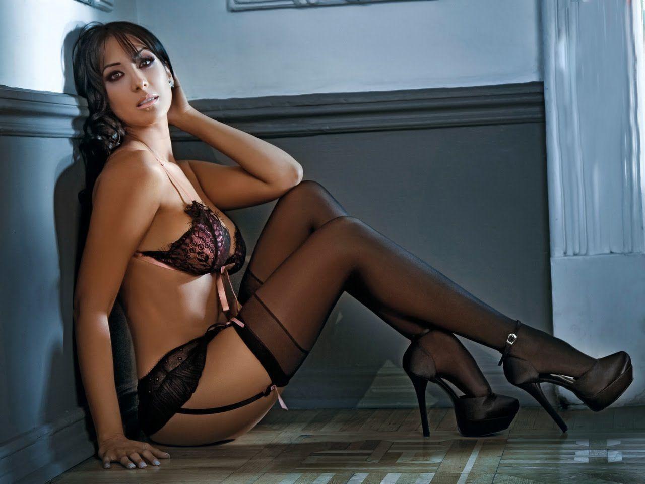 Cynthia urias hot girl bed
