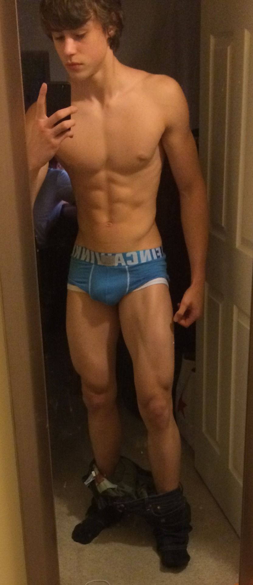 Young Bodybuilder selfie | the gay side | Pinterest