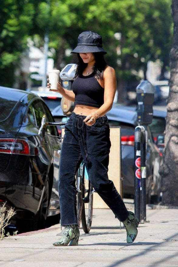 Photos : Vanessa Hudgens – Stops for a fresh coffee in Los Feliz