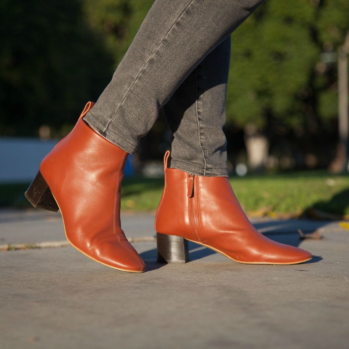 bf9f890edfe2 Susan B. wears Everlane Day boots in Brick. Details at une femme d un  certain age.