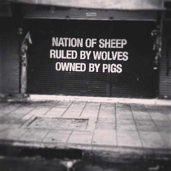 Domuzlara ait olan kurtların yönettiği koyun milleti..