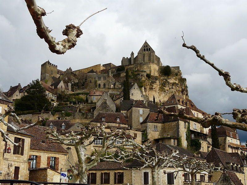 """L'association """"Les plus beaux villages de France"""" braque les projecteurs sur les plus belles communes de l'Hexagone afin de promouvoir et protéger leur patrimoine. À l'heure actuelle, 155 villages sont estampillés de ce label. En voici cinquante d'entre eux."""
