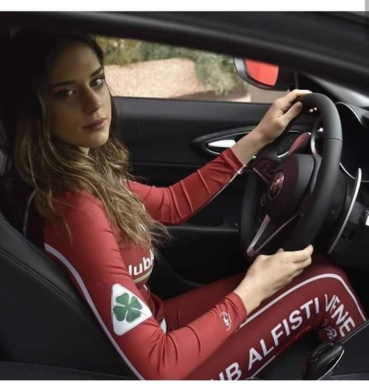 Épinglé Par Astrid Loane Sur Voitures De Sport (avec