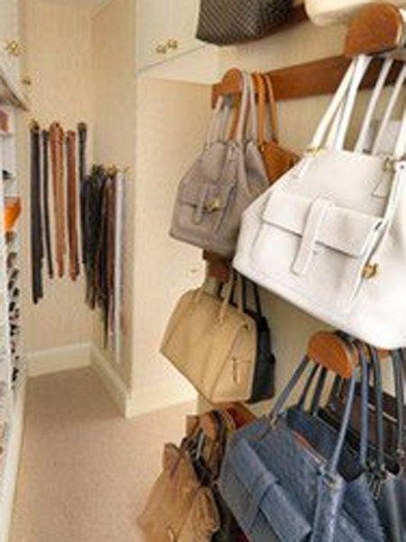 22 ideas para organizar los bolsos armario - Como guardar los bolsos ordenados ...