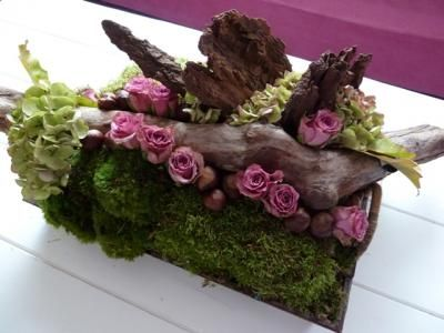 low floral table design with wood bark moss hydrangea and roses rh co pinterest com