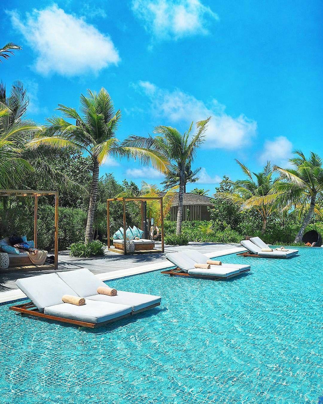 Maldives Beach: The Maldives Islands - Club Med Finolhu Villas