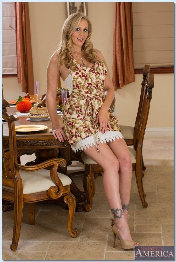 hottest porn stars julia ann #sexy babe #hot babes #hot women #hot