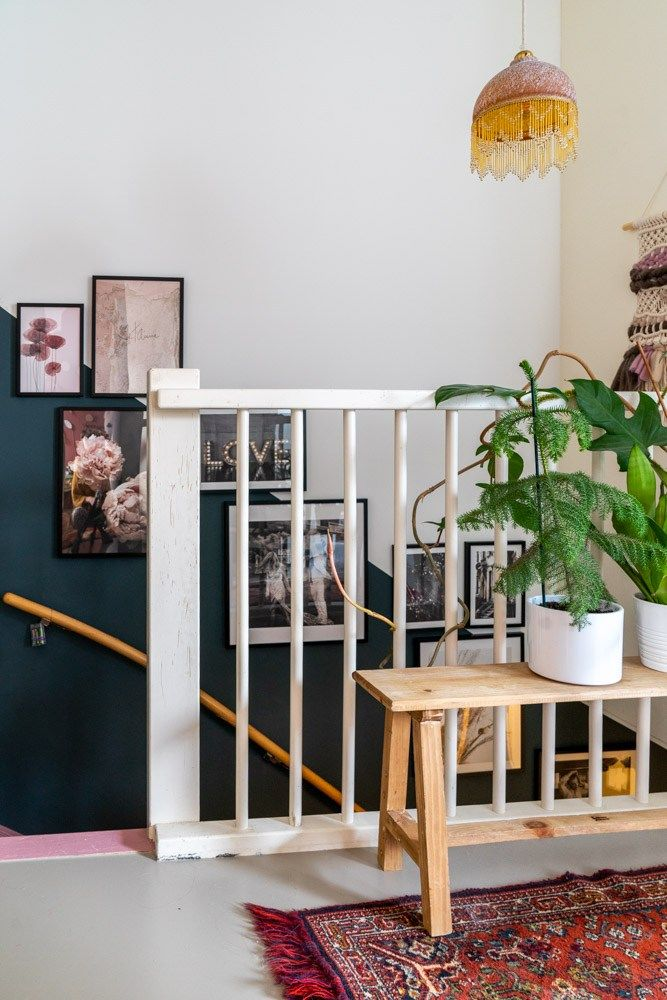 Een gallery wall in het trapgat; zo doe je dat | Styled by Sabine