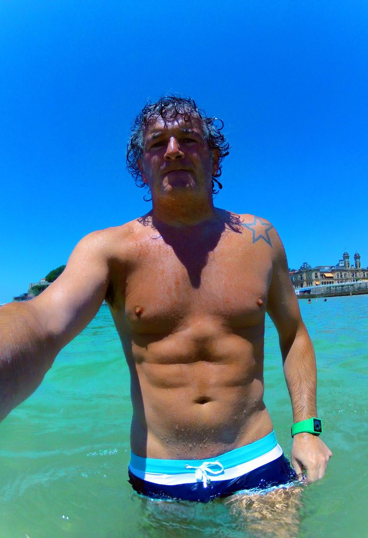 175/365 Playa / June 24, 2015  Miercoles de San Juan 24 de Junio a remojo en la playa de la Concha con un agua cristalina verdosa de la que no quiero salir. Lástima que mis bañitos entre semana tengan que ser cortos porque con tanto trabajo en la oficina apenas tengo tiempo. Mañana más!