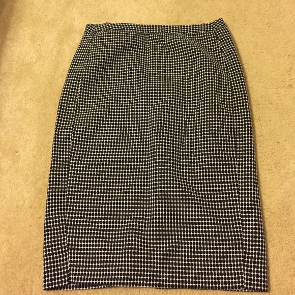 Pencil skirt Brand new , never worn only tried on and I cut the tags off. Merona Brand Merona Skirts Pencil