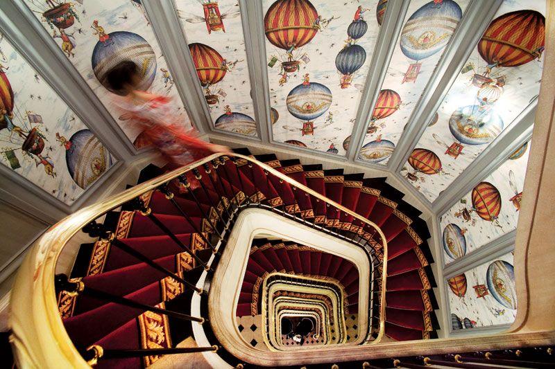 Tapete Treppenhaus air balloon wallpaper in the stairwell gänzlich verwirrend