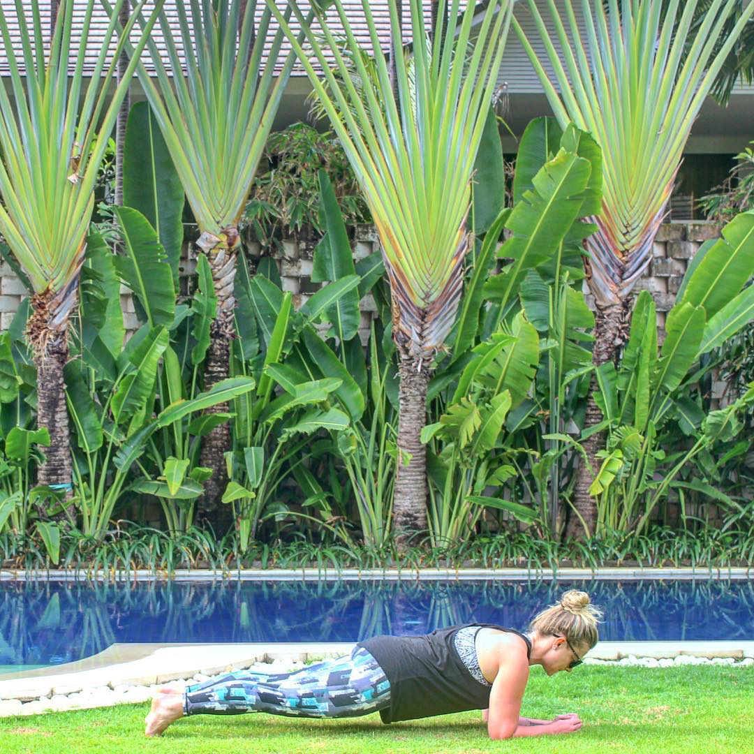 Getting the perfect morning stretch in @lasculpte leggings with Sarah - fit_travels (IG: @fit_travels) at the garden pool at Montigo Resorts Seminyak. Shop leggings > http://bit.ly/2lBwqR9