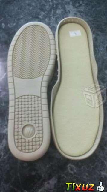 e5a07dee58 Suela para tejer bota, tenis o pantuflas   2 Zapatos tejidos ...