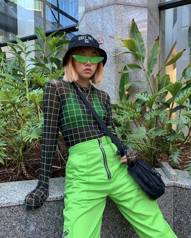 Outfits Outfit Ootd Fashion Color Colour Green Neon Trousers Pants Mesh Black Bralette Obey Buckethat Ropa Estetica Ropa Streetwear Ropa De Moda