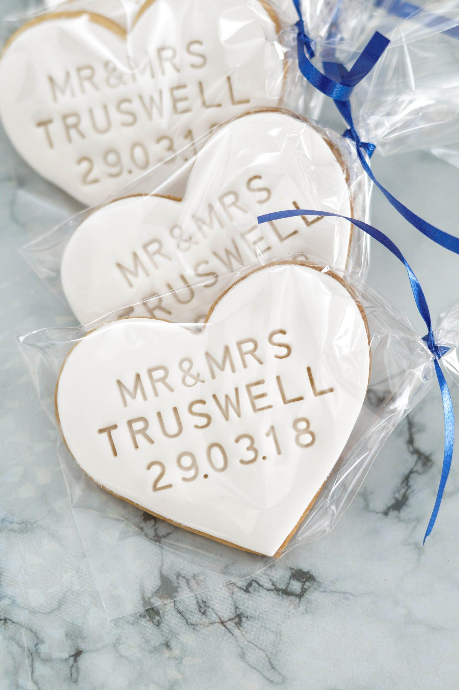 5 Xlarge White Personalised Wedding Favour Heart Shaped Etsy In 2020 Personalized Wedding Favors Cookie Wedding Favors Wedding Cookies
