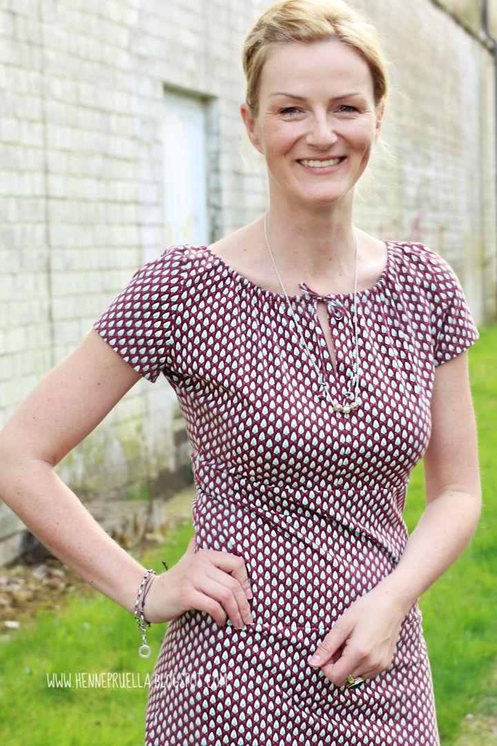 Kleid mit carmen aubchnitt rot