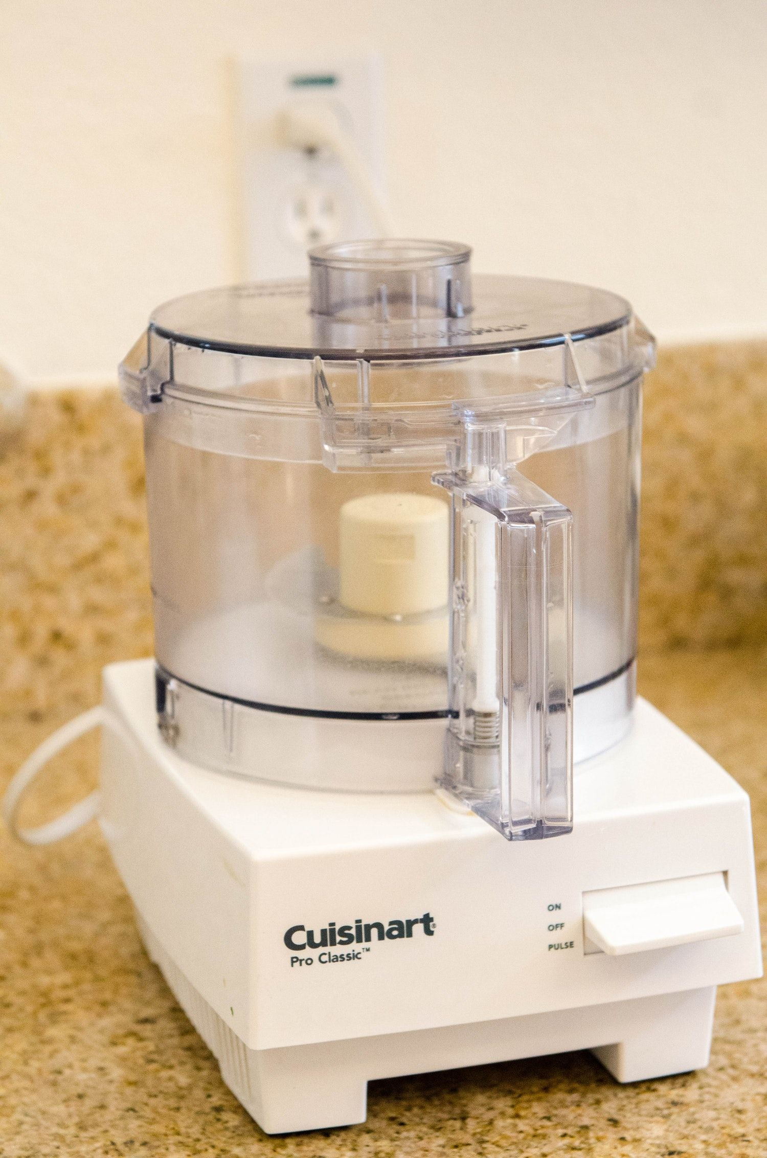 How to clean a food processor lid blade and handle