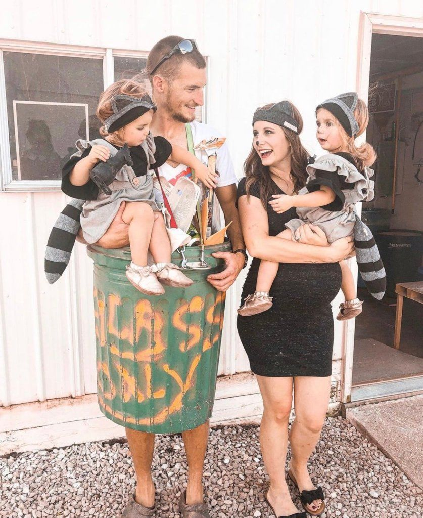 42 Awesome Family Halloween Costumes That You'll W