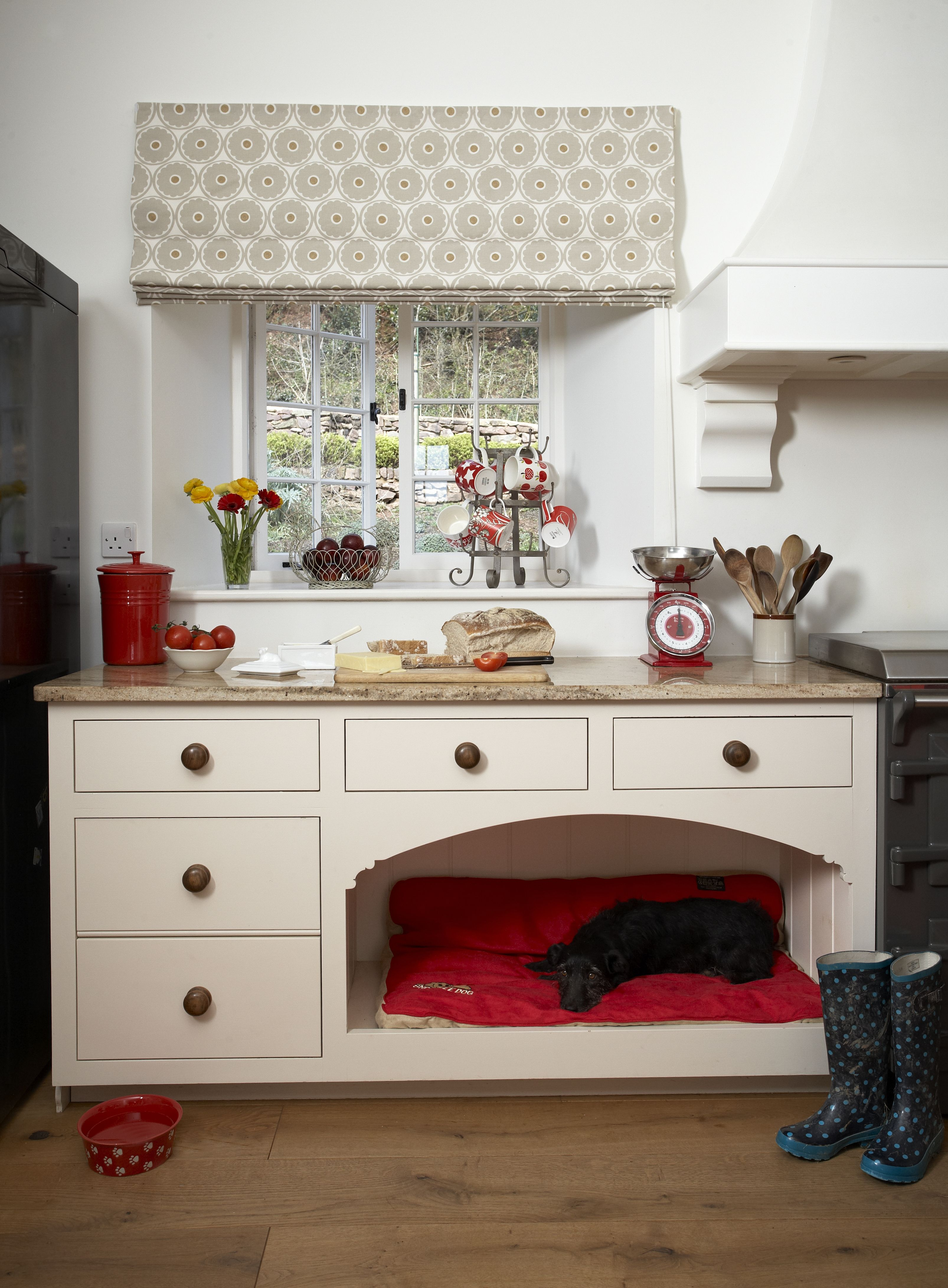Another Beautiful Farmhouse Kitchen With The Perfect Spot For A  # Muebles Lady Lucky