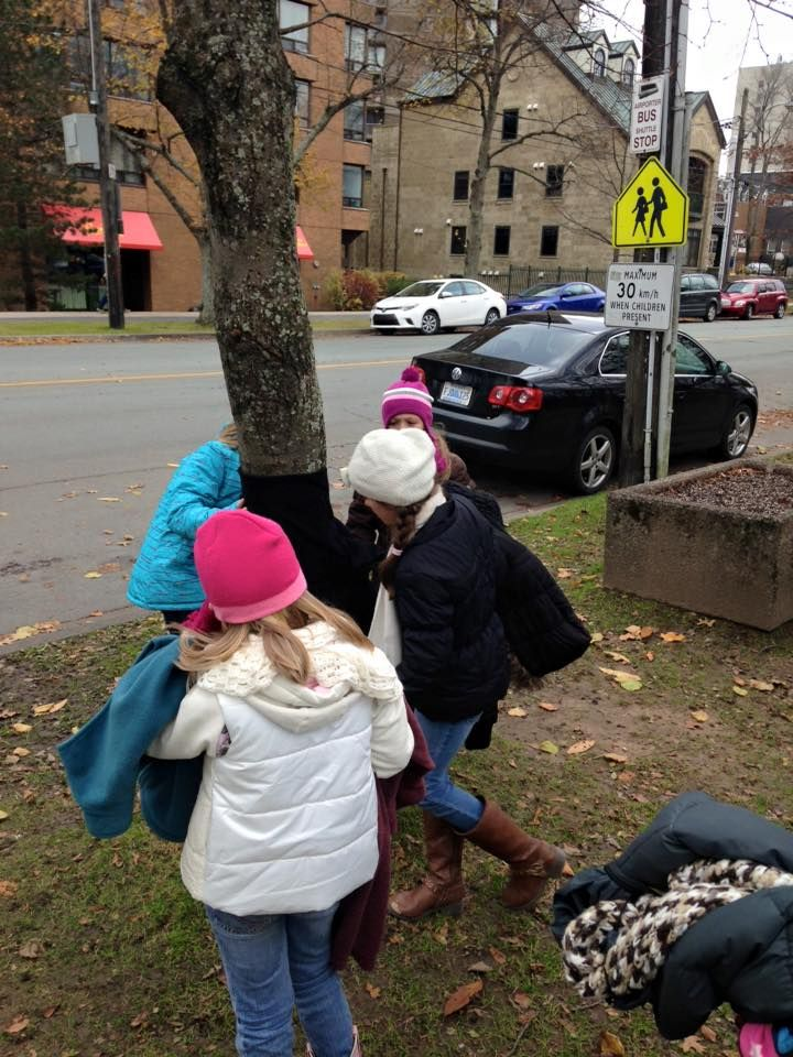 Kids Are Tying Coats To Street Poles For Homeless People To Wear And Stay Warm This Winter Stay Warm Homeless People Winter