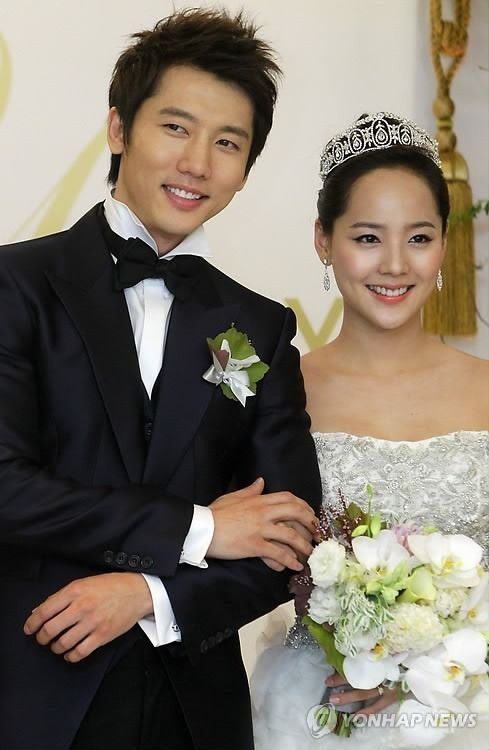 Star Couple Eugene And Ki Tae Young Welcome Their First Child Ki Tae Young Korean Celebrity Couples Beautiful Wedding Makeup