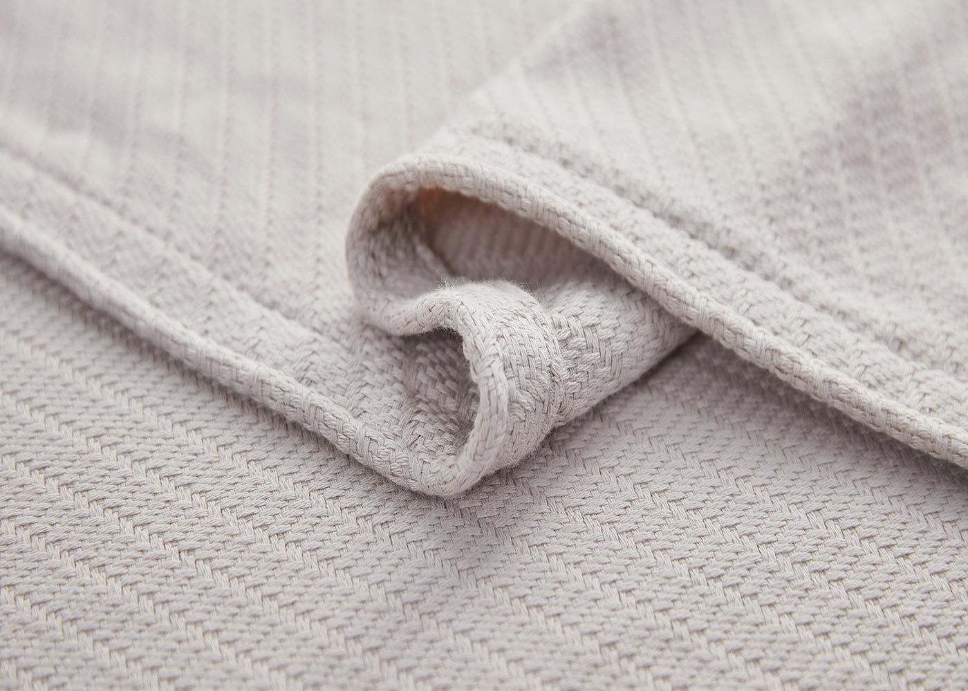 Photo of Luxurious Thermal Cotton Blanket in 3 Colors – King / Taupe
