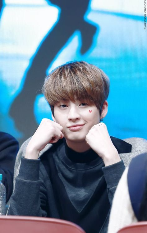 160227 UP10TION Yeouido FansigningKogyeolCr:  Leonard-레오날드  Do not edit