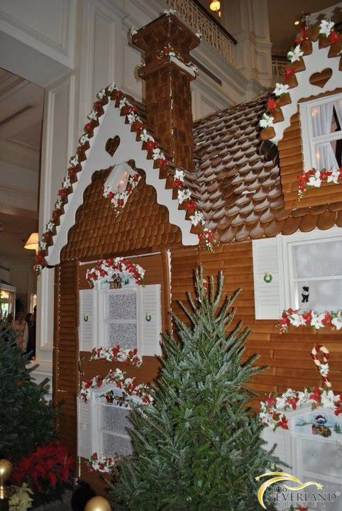 25DaysofDisneyChristmas - A gingerbread house, measuring in at 16