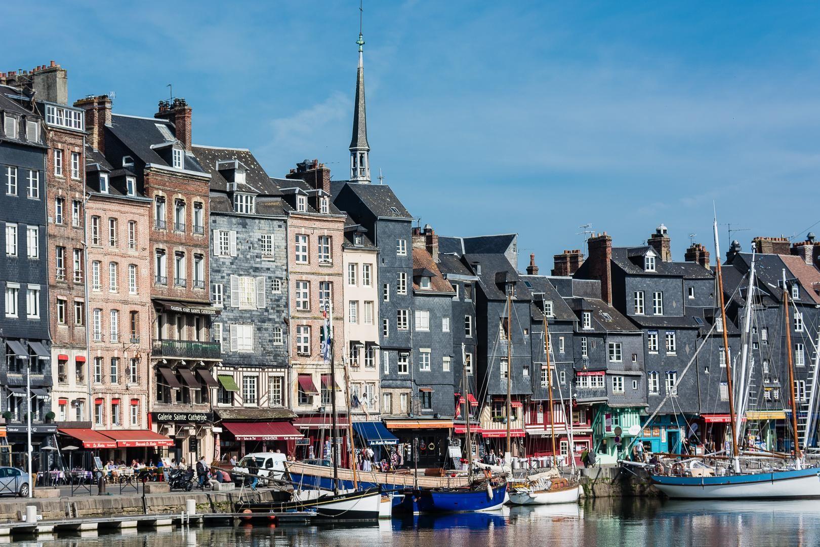 Honfleur a picturesque norman port town 作者 fotopedia
