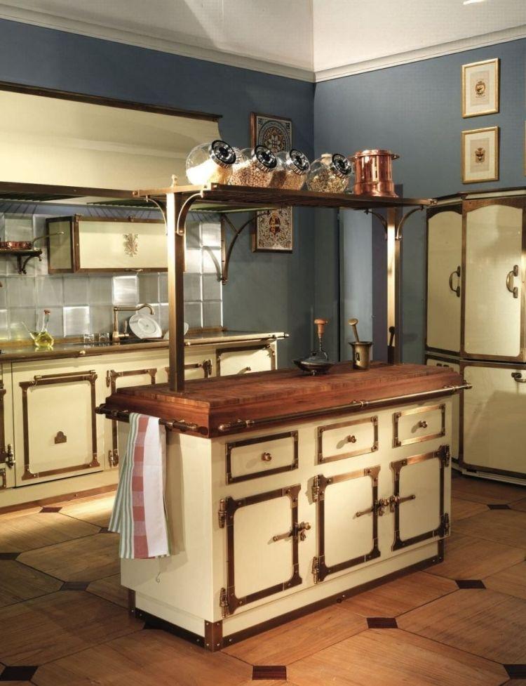 kuche-landhausstil-einrichten-vintage-weiss-metallelemente-retro - küche landhaus weiß