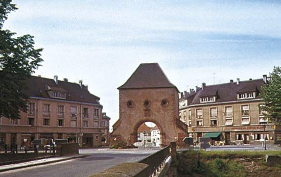 Wissembourg Gate Gate Haguenau France Places To Travel Alsace France