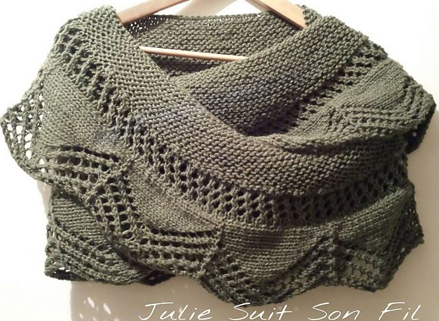 Ravelry: Cassis shawlette pattern by collete audrey | Knitting ...