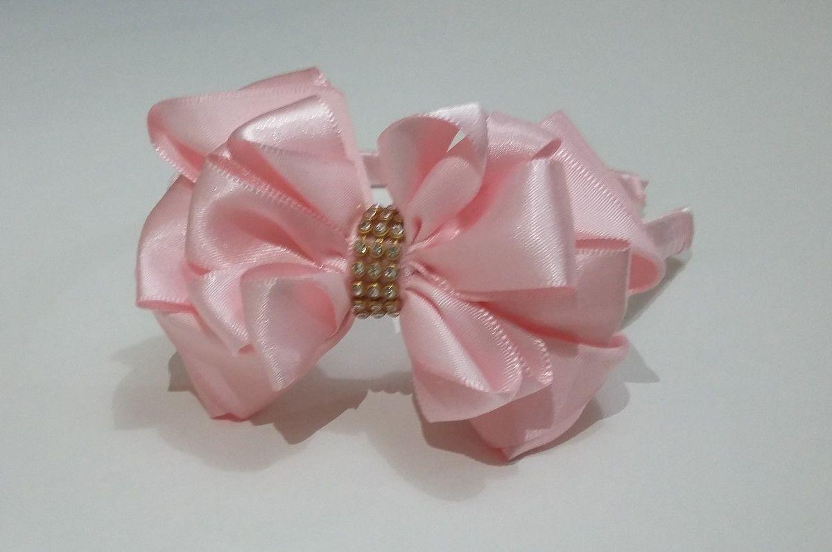 Tiara , flexível forrada com cetim,  Pode ser feita em outras cores,consulte disponibilidade
