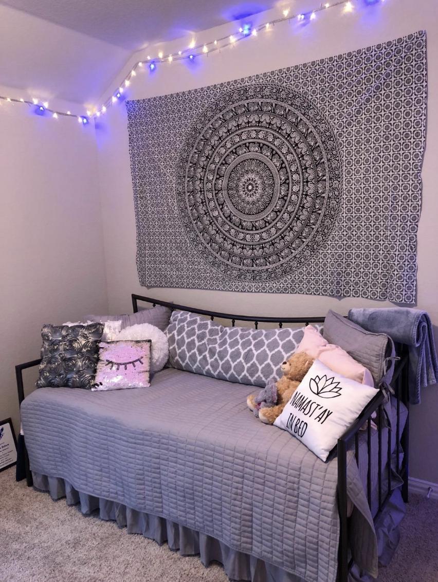 Indian Black & White Tapestry in 2020 | Cozy room decor ...