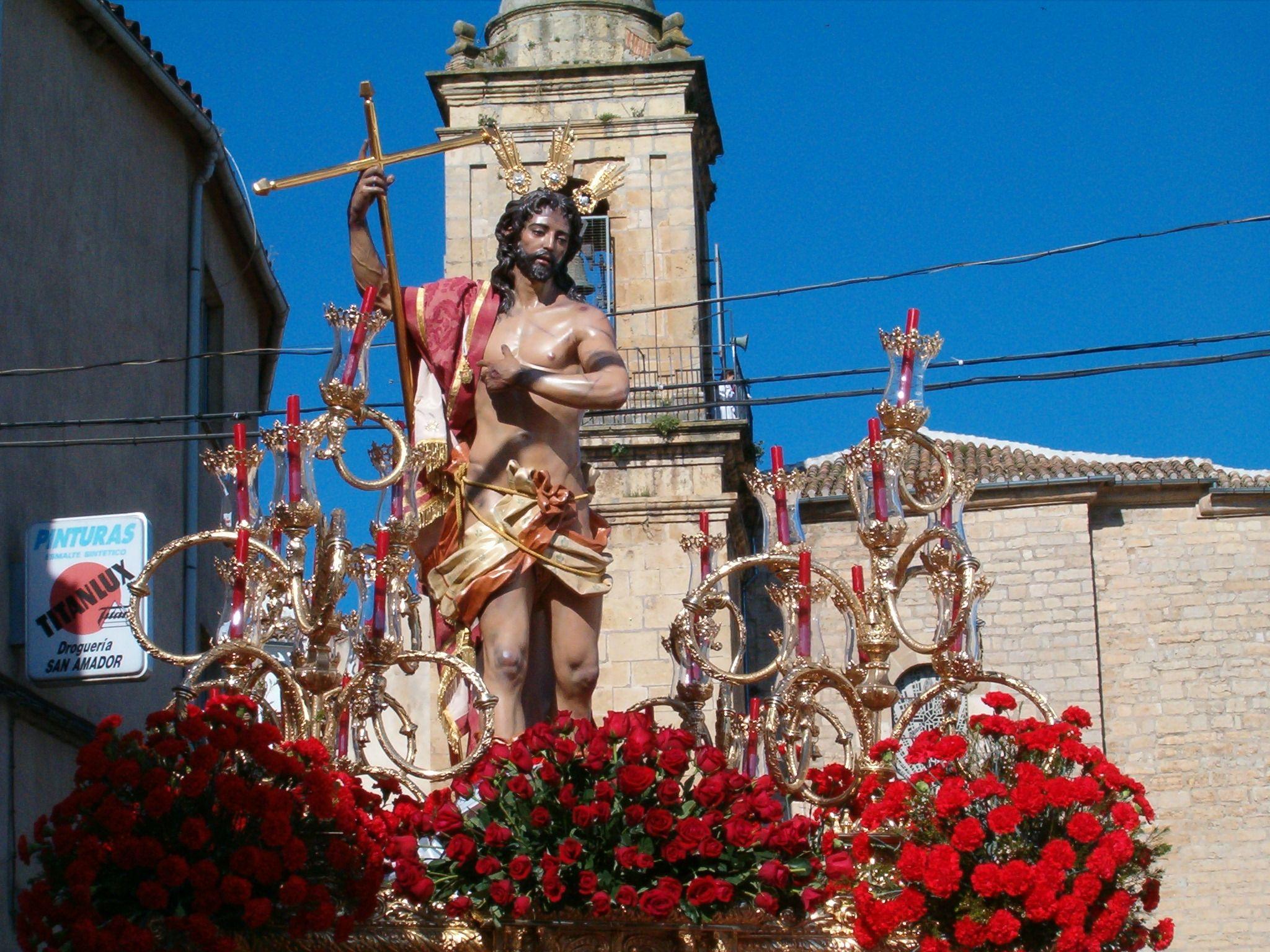 salida de la imagen de jesus resucitado de la parroquia de san amador