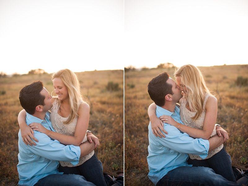 Photo shoot engagement photo idea! So cute