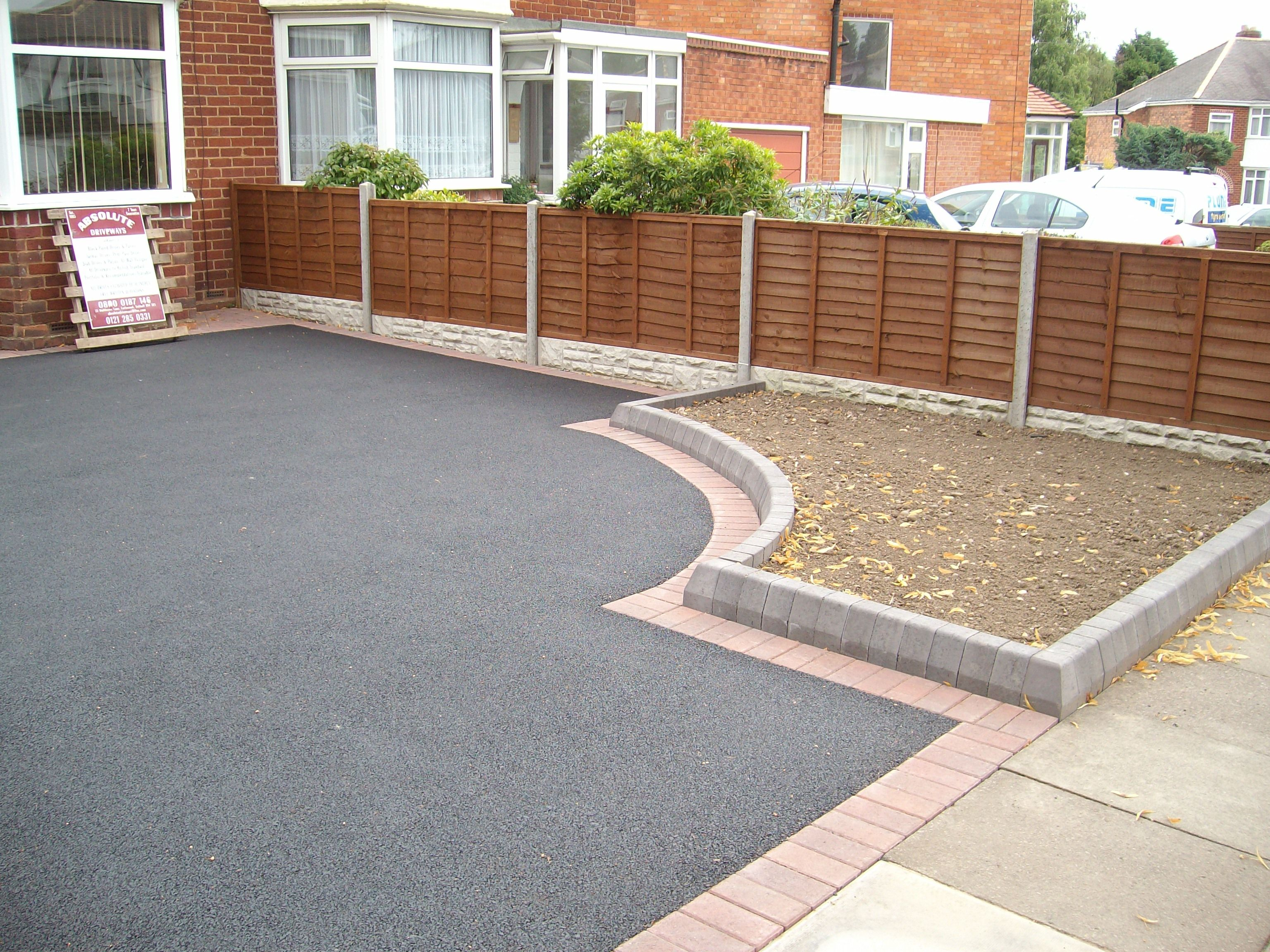 Best 25 tarmac driveways ideas on pinterest driveway for Sloped driveway options