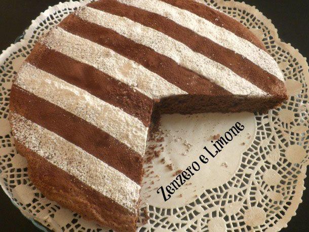 La torta al cioccolato fondente è un dolce lievitato dall'impasto morbido e profumato. Facilissima da realizzare in poche mosse e ottima per la merenda.