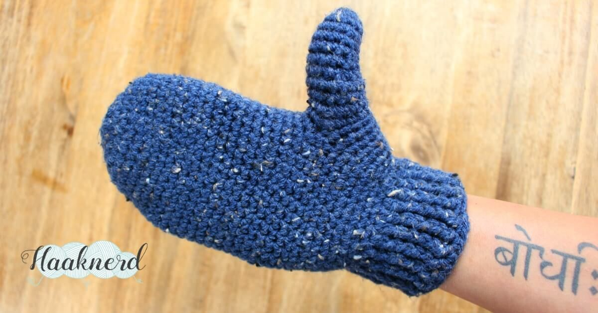 Free crochet pattern with photo tutorial for Mittens