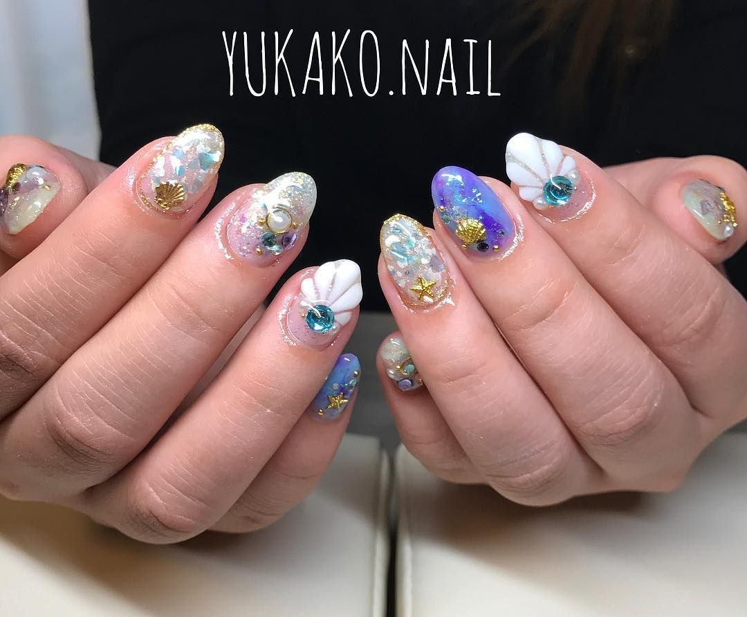 Nail Art With Holographic Base And Shell Pieces Inlay In Clear Gel Nail Art Nails Seashell Nails