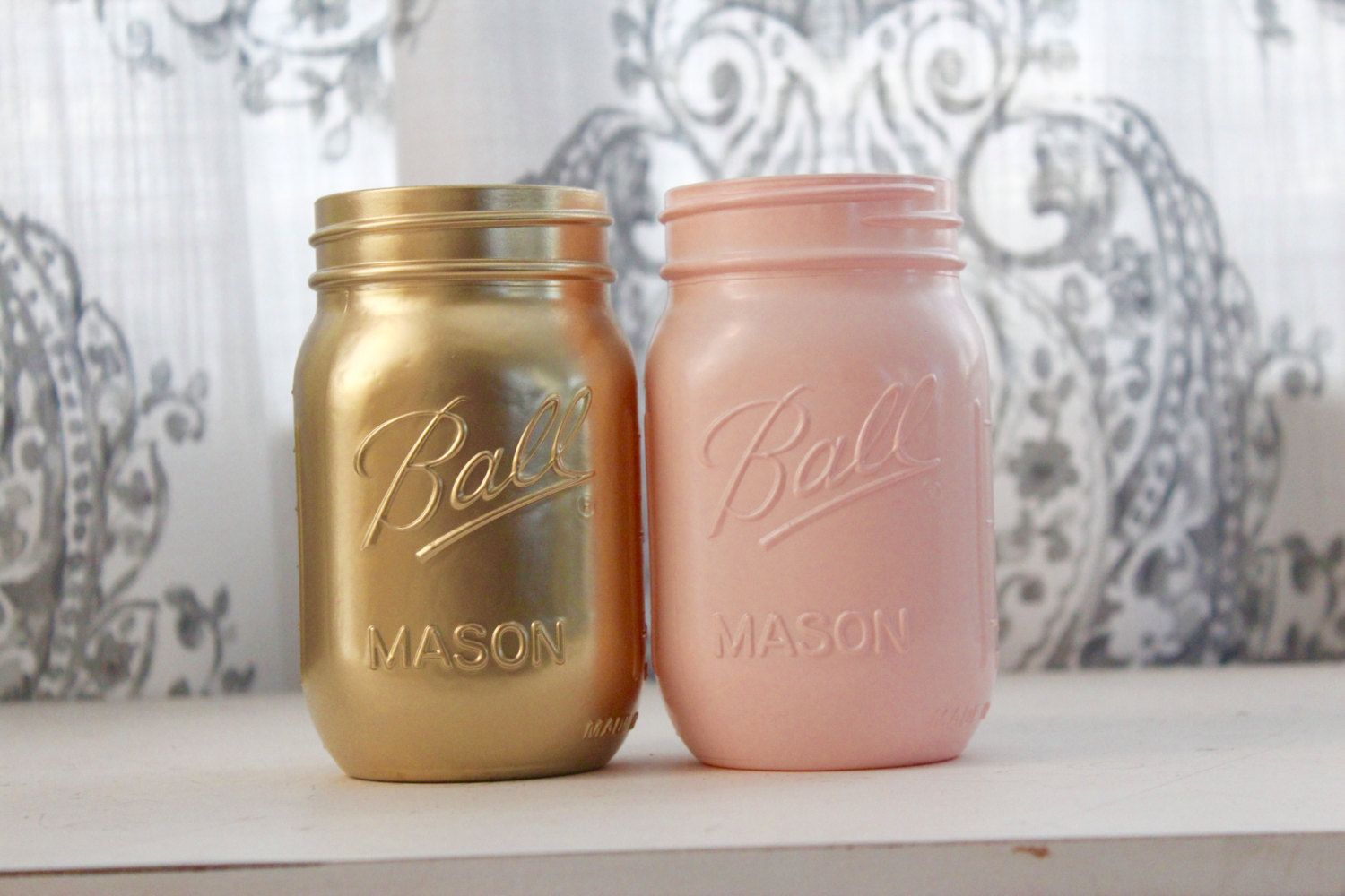 What a delicious little mason jar set pink and gold side by side