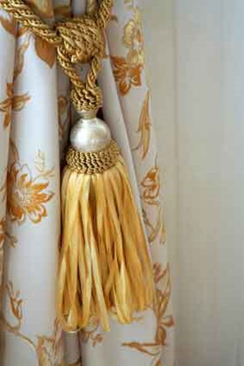 Curtains Accessories And Tiebacks Can Make A Huge Difference Curtain Accessories Tassel Curtains Curtain Trim