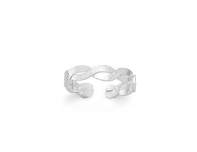 Polished sterling silver twist design toe ring. Toe ring is 2.5mm.
